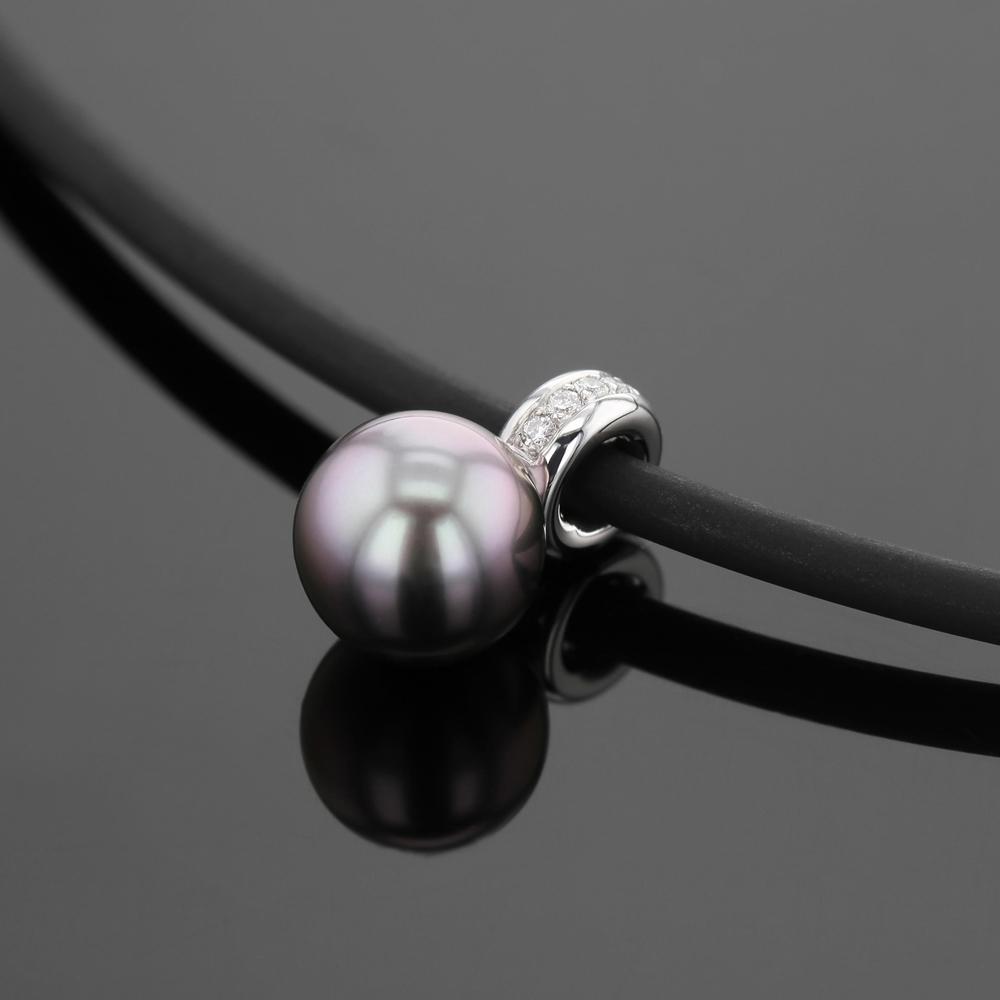 Tahiti pearl pendant with diamonds
