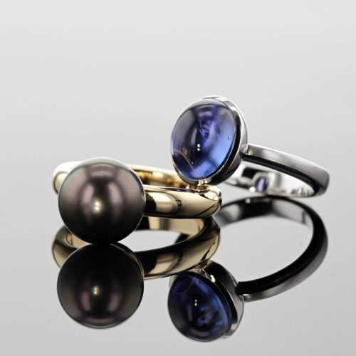 white gold ring with Tanzanite cabochon and yellow gold ring with Tahiti pearl,Mauritius