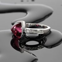 white gold ring with pink Tourmaline and diamonds, Mauritius