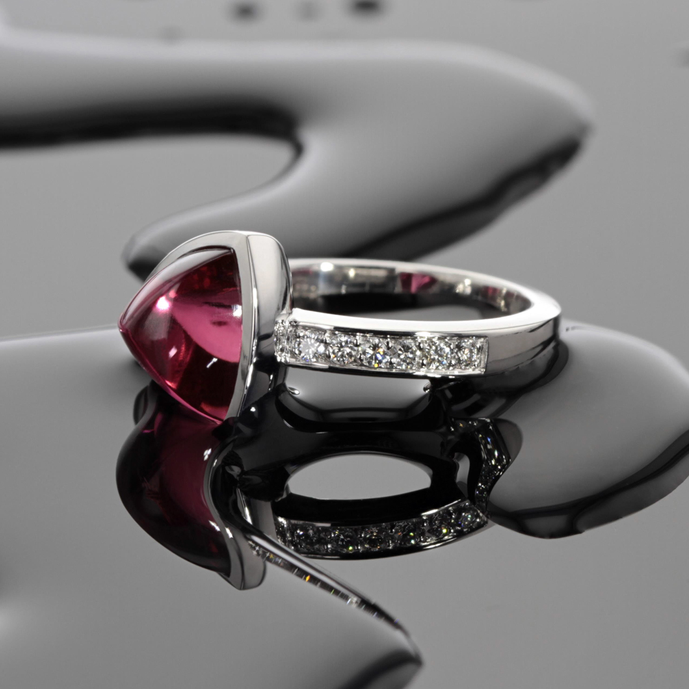 white gold ring with pink Tourmaline and diamonds, Mauritius