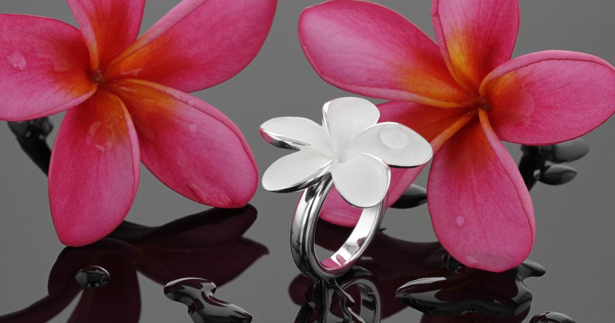 Frangipani flower-shaped sliver ring , Mauritius
