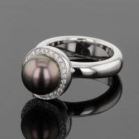 white gold ring with Tahiti pearl and diamonds, Mauritius