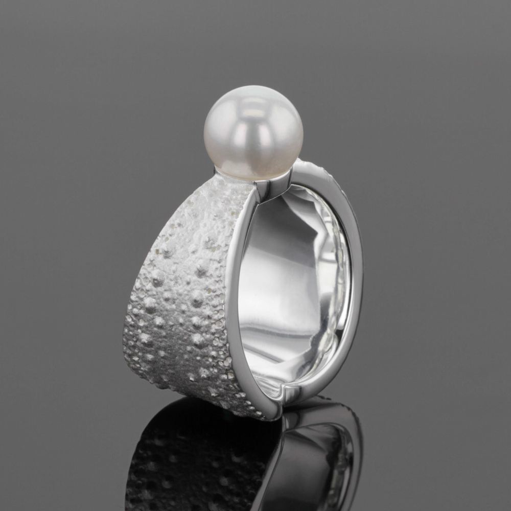 Silver & freshwater pearl ring, mauritius