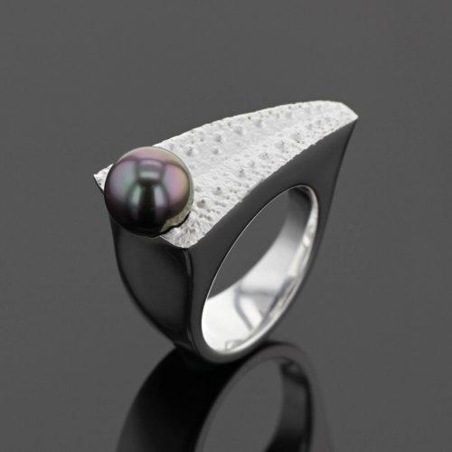 sea urchin ring with Tahiti pearl, Mauritius