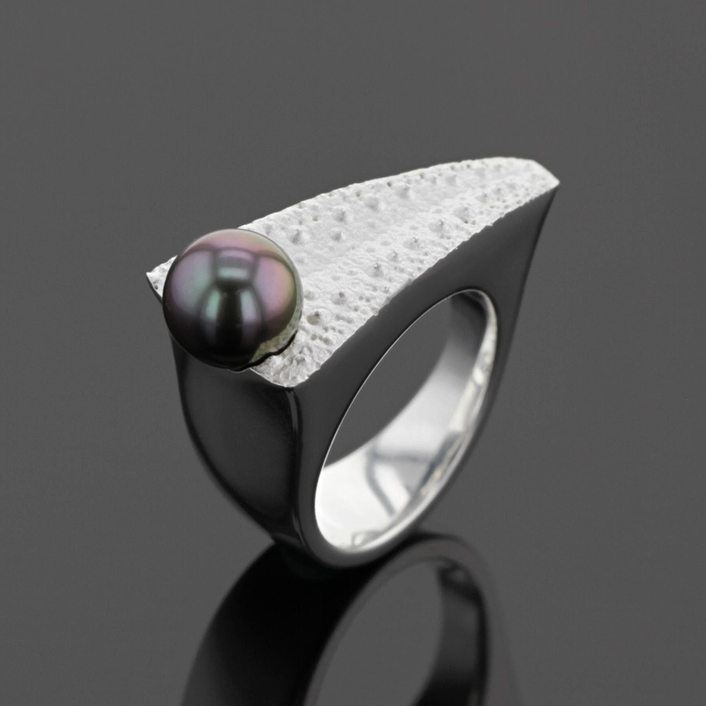 sea urchin ring with Tahiti pearl, Mauritius
