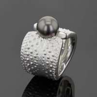 big silver ring with sea urchin texture and Tahiti pearl