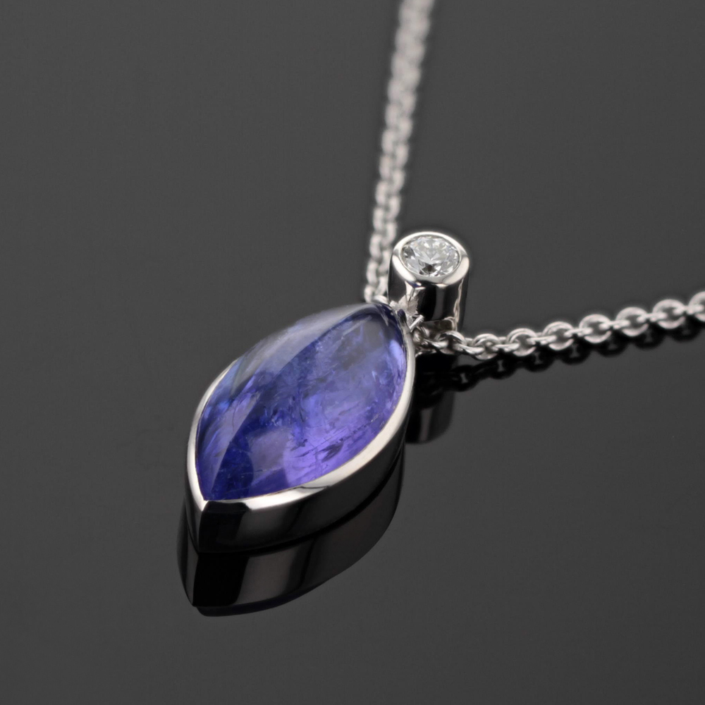White gold pendant with Tanzanite and diamond