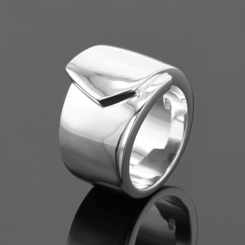 Mauritius jewellery: polished silver ring