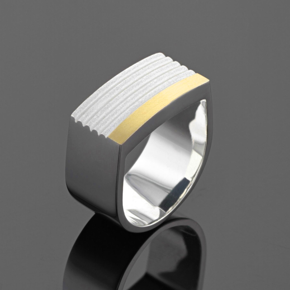 Statement ring in silver and gold